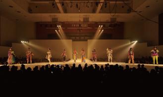 文化祭ファッションショーのシーン「ASEAN」